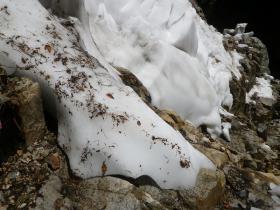 白竜峡の残雪(上流側から撮影)