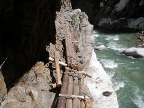 白竜峡の桟道