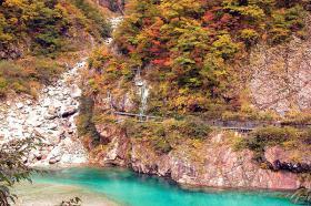 仙人ダム湖畔