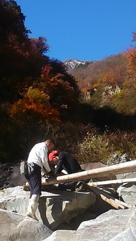 雲切新道の丸太橋撤去