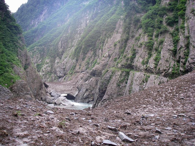 写真:黒部別山谷出合から上流の登山道