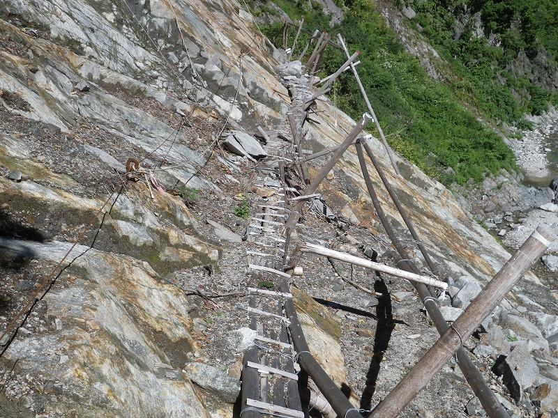 写真:十字峡上流(H23崩落現場)