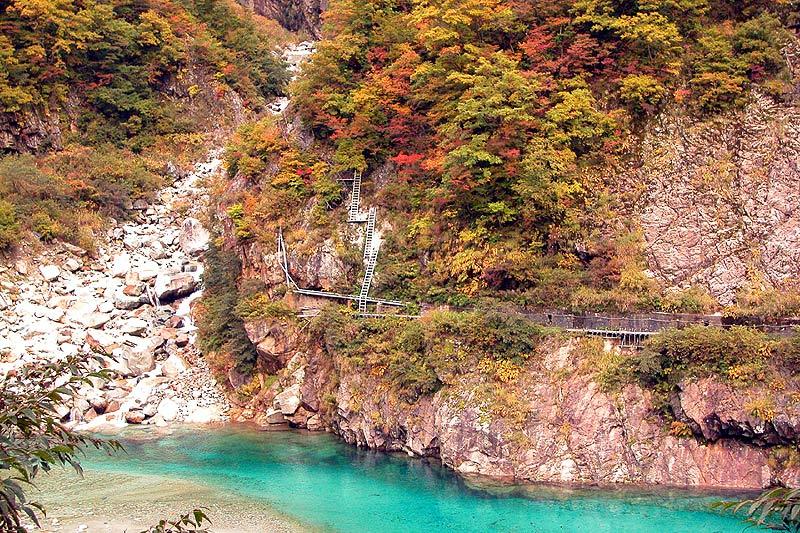写真:仙人ダム湖畔