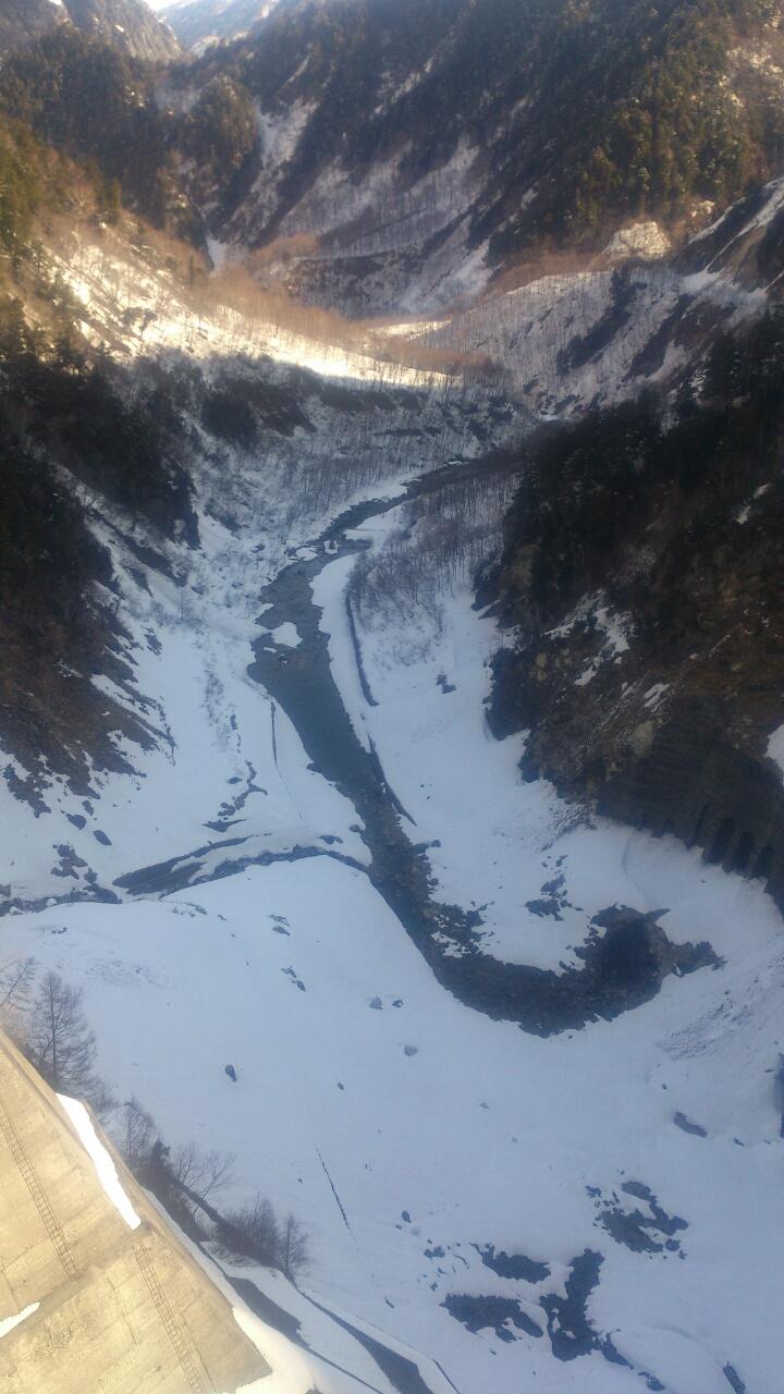 写真:黒部ダムから下流を望む!