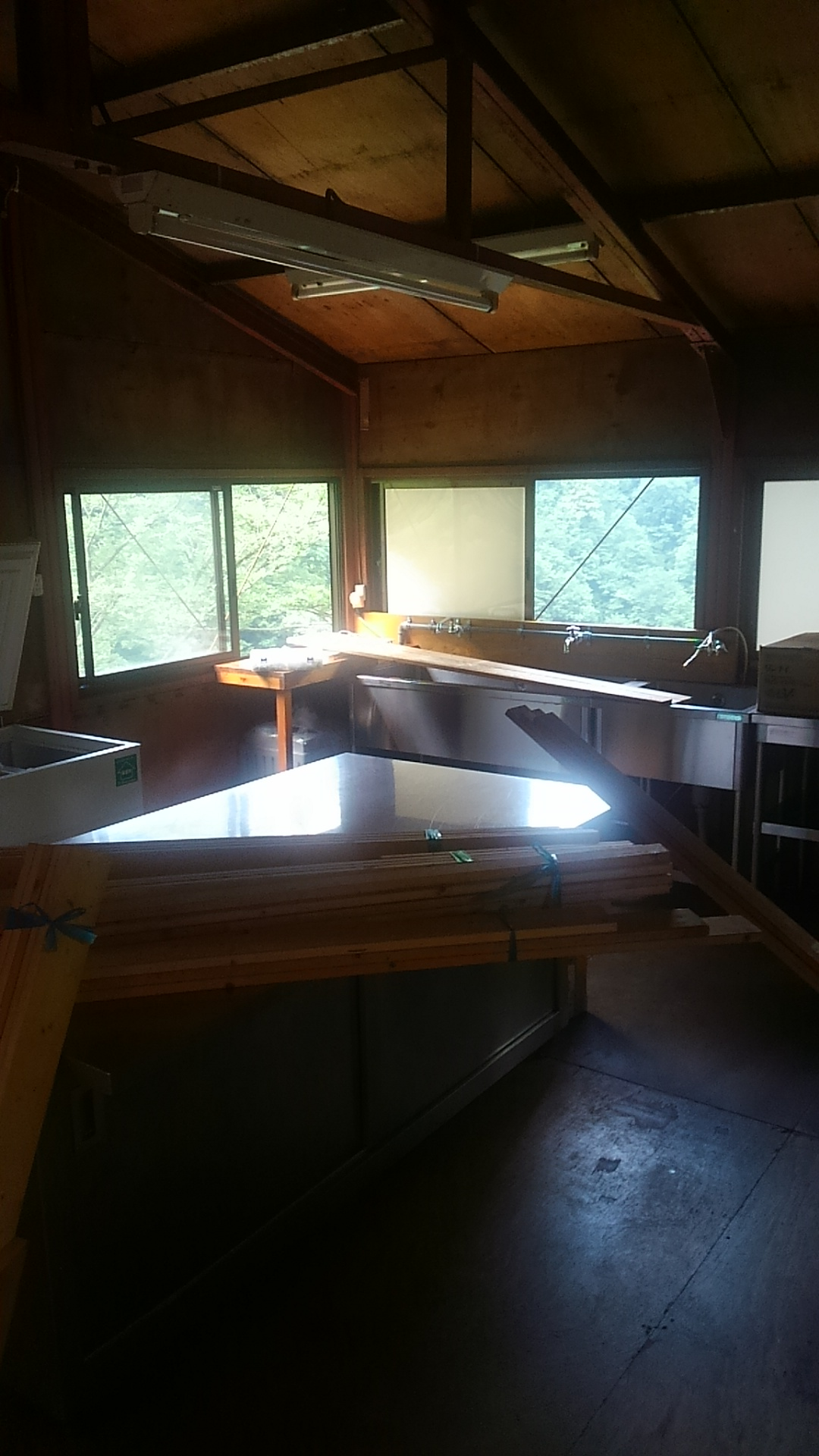 写真:厨房作成中